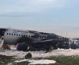 آتش گرفتن هواپیمای مسافربری در فرودگاه مسکو