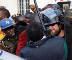 تظاهرات مهاجران ثبت نام نشده در اداره مهاجرت فرانسه در مرکز پاریس