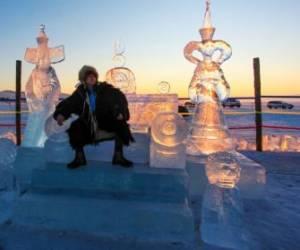 مجسمه های یخی زیبا در دریاچه بایکال