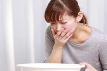 17 علل حالت تهوع و استفراغ | 8 روش درمان طبیعی حالت تهوع