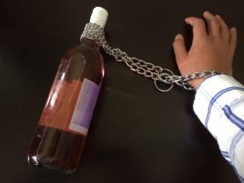 مضرات و خطرات مصرف الکل چیست؟ اعتیاد به الکل چه عواقبی دارد؟