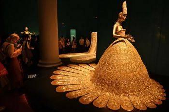 نمایشگاه مجموعه لباسهای یک طراح چینی در موزه تمدنهای آسیایی در سنگاپور
