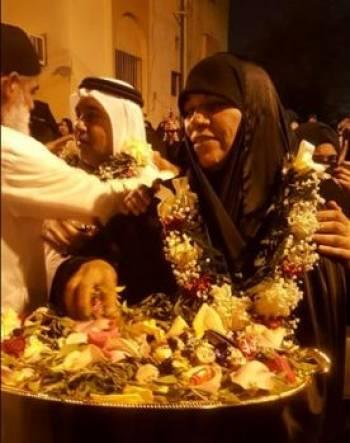 مادر احمد پس از اعدام فرزندش شیرینی پخش کرد!