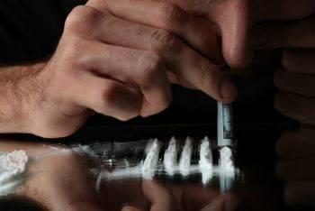 کوکائین: اعتیاد، مصارف پزشکی، عوارض و راه های درمان آن