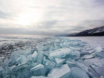 دریاچه بایکال در اسارت یخ های زمستانی