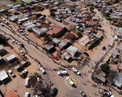 تصویر هوایی از صف دریافت موادغذایی در آفریقا